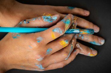 artists-hands-XBMLD9U